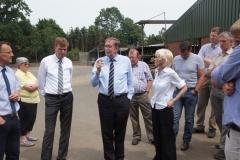 LW- Minister besucht Hof Becken